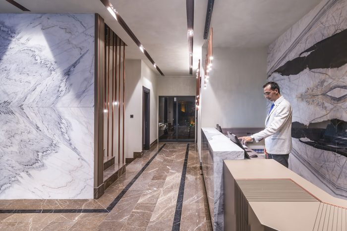 menalo-hotel-reception